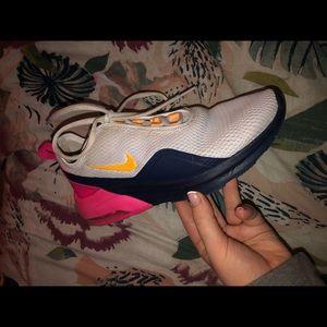 Nike Womens Air Max Motion 2